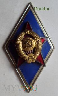 Absolwentka Wyższych Szkół Wojskowych i Instytutów