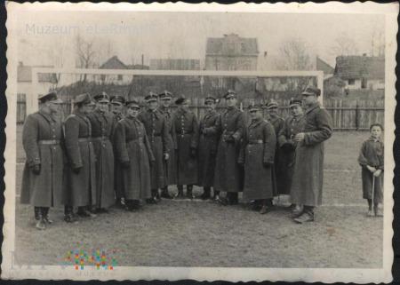 Żurawica. Żołnierze różnych formacji. 11.11.1937 r