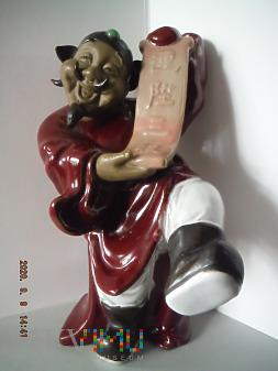 wesoły chińczyk z rozwiniętym rulonem